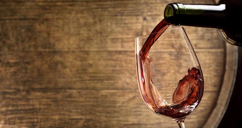 06_wine-tasting-in-wine-cellar